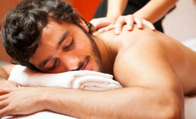 Τα μυστικά του ερωτικού μασάζ: Πώς να τον διεγείρεις!