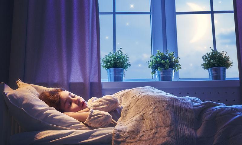 Τι ώρα πρέπει να κοιμούνται τα παιδιά για να μην γίνουν παχύσαρκα
