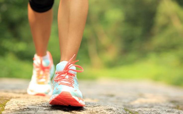 Με πόσο περπάτημα θα χάσετε τις θερμίδες από τα πιο συνηθισμένα σνακ
