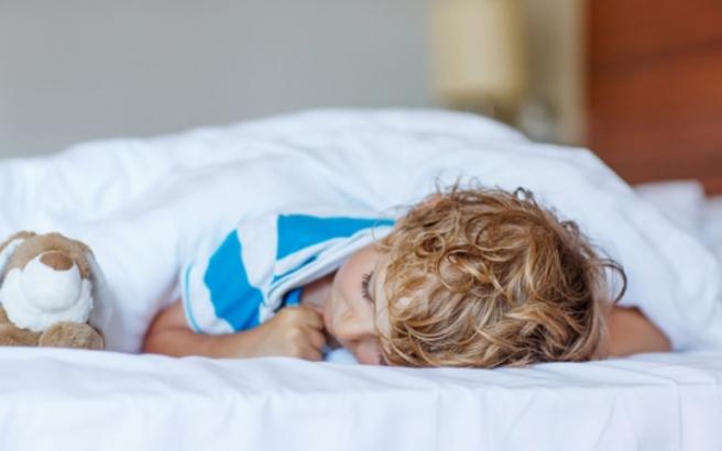 Ο ύπνος πριν τις 2000 «χτυπάει» την παιδική παχυσαρκία