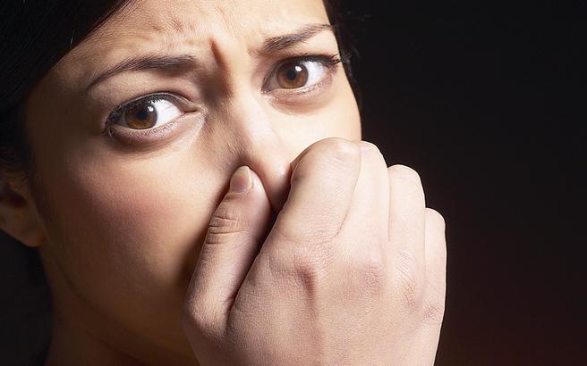 Πώς να εξαφανίσετε τρεις άσχημες μυρωδιές από το σπίτι σας γρήγορα