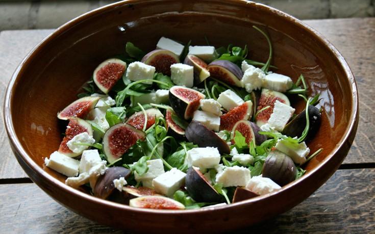 Σαλάτα με φέτα, σύκο και μέντα
