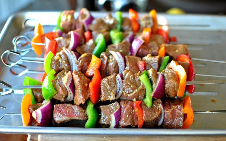 Σουβλάκια με μοσχαράκι και λαχανικά
