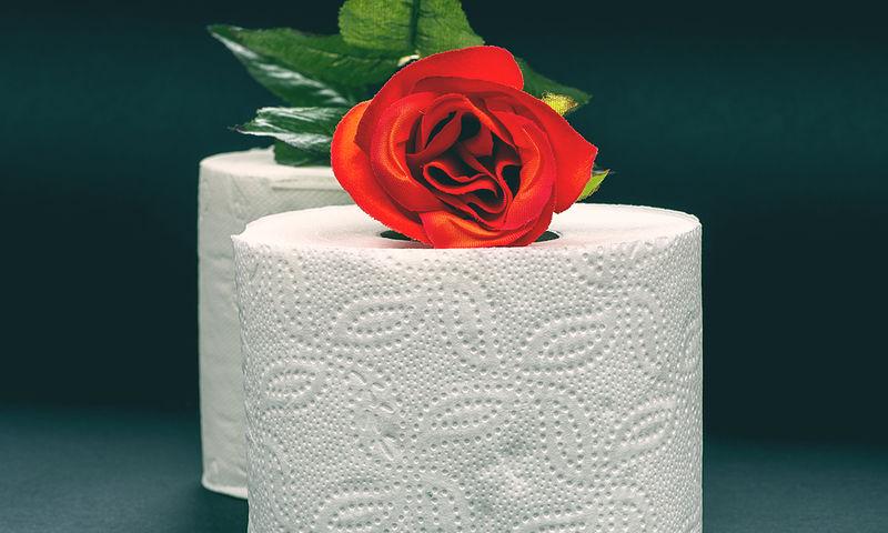 Αίμα στο χαρτί της τουαλέτας Θα πρέπει να ανησυχήσουμε;