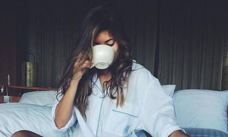 Κοιμάσαι κανονικά αλλά αισθάνεσαι συνεχώς κουρασμένη; Ίσως φταίει και... αυτό