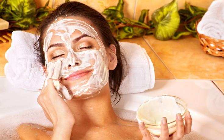 Μάσκα λίφτινγκ με λεμόνι και γιαούρτι για φωτεινό δέρμα