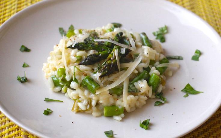 Ριζότο με σπαράγγια και αρακά
