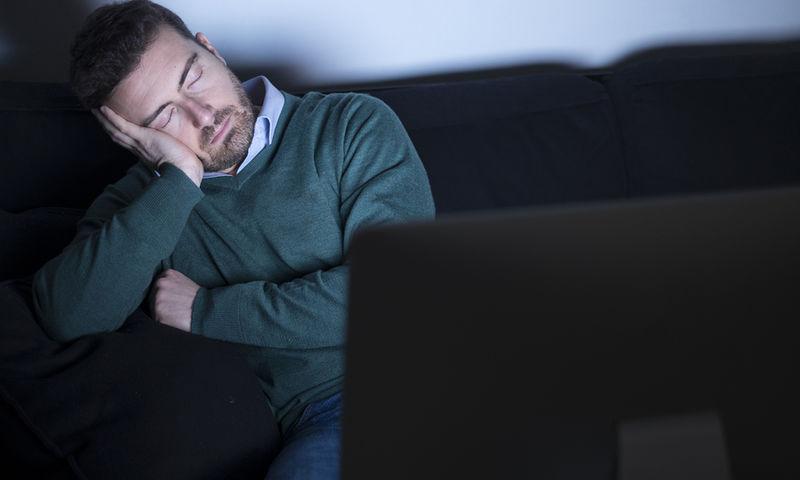 Σας παίρνει ο ύπνος μπροστά στην τηλεόραση; Η καρδιά σας κινδυνεύει!