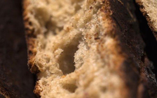 Δύο κόλπα για να παραμένει περισσότερες μέρες φρέσκο το ψωμί