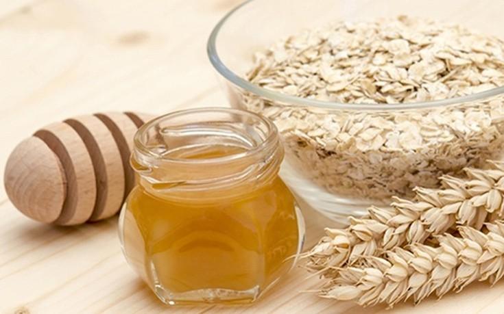 Λαμπερή επιδερμίδα με μέλι και βρώμη
