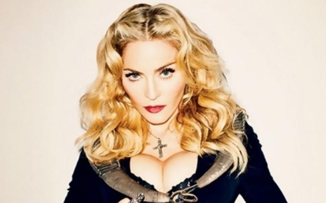 Μετά την Katy Perry και η Madonna ψηφίζει γυμνή Χίλαρι Κλίντον