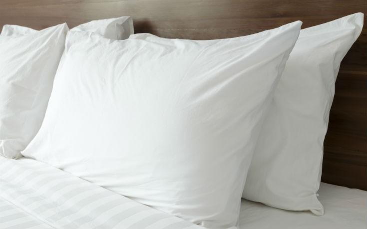 Ο εύκολος τρόπος για να δεις αν το μαξιλάρι σου χρειάζεται αλλαγή