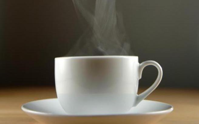 Πώς να εξαφανίσετε λεκέδες από καφέ ή τσάι στα φλυτζάνια σας