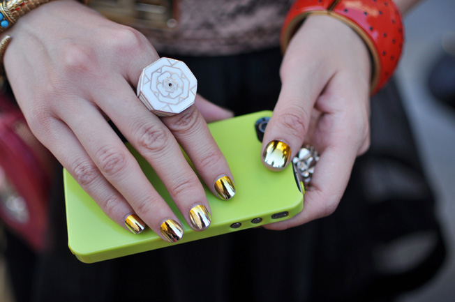 silver gold mirror nail polish paris street style