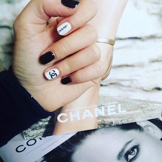 logo nails 02