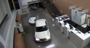 Με το αμάξι και το μωρό στο πίσω κάθισμα μπήκε στο… αστυνομικό τμήμα