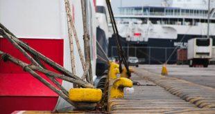 Δεμένα τα πλοία σε Πειραιά, Ραφήνα και Λαύριο λόγω ισχυρών ανέμων