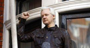 Συνελήφθη ο Τζούλιαν Ασάνζ των Wikileaks από τη βρετανική αστυνομία