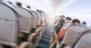 Μοντέλο προσπάθησε να παλέψει το φόβο της για τα αεροπλάνα με μεθαμφεταμίνη και τώρα βρίσκεται στην εντατική
