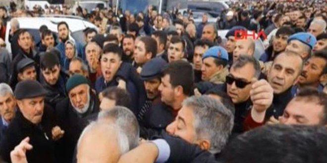 Τουρκία: Επίθεση από εξαγριωμένο πλήθος δέχθηκε στην Άγκυρα ο αρχηγός της αντιπολίτευσης