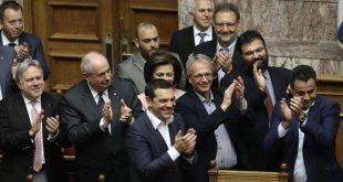 Ψήφος εμπιστοσύνης: Οι πανηγυρισμοί των κυβερνητικών στελεχών για το αποτέλεσμα