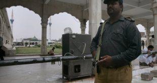 Πολύνεκρη επίθεση σε ναό των Σούφι στο Πακιστάν