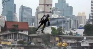 Ο «βρετανός Iron-Man» πετά πάνω από την Μπανγκόκ