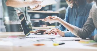 Η «μάχη του θερμοστάτη» στα γραφεία: Τι θέλουν οι άντρες και τι οι γυναίκες