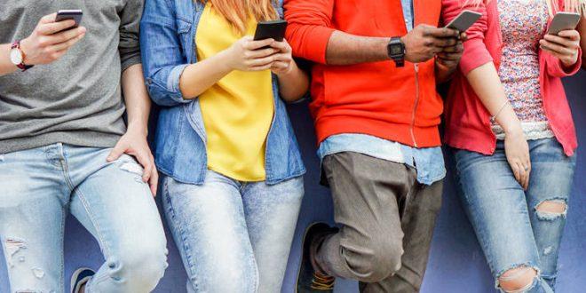 Νέοι και social media: Νέα έρευνα ανατρέπει τα δεδομένα