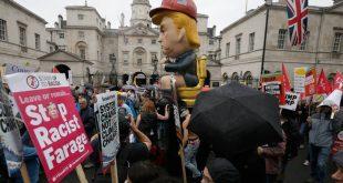 Διαδηλώσεις με καρικατούρα του Ντόναλντ Τραμπ σε χρυσή τουαλέτα στο Λονδίνο