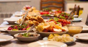 Οι τρεις τροφές που κάνουν το σώμα να μυρίζει άσχημα