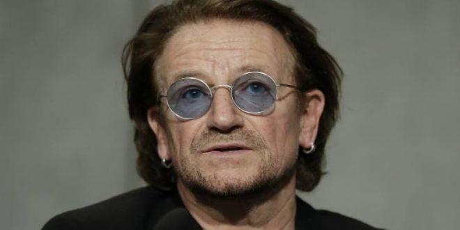 Ο Μπόνο των U2 απολαμβάνει τις διακοπές του και κάνει την καλύτερη διαφήμιση στην Ελλάδα