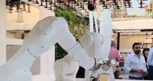 Το πρώτο ρομπότ-μπαρίστα στην Ιταλία πήρε θέση στο Ντουόμο του Μιλάνου