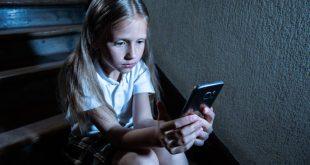 Ο υπερβολικός χρόνος μπροστά από οθόνες μειώνει τη δημιουργικότητα των παιδιών