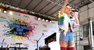 Η Lady Gaga χρηματοδοτεί αίθουσες διδασκαλίες που καταστράφηκαν από πυρά στις ΗΠΑ