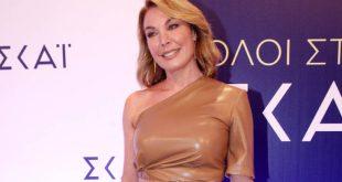 Η Τατιάνα Στεφανίδου σχολιάζει το σκηνικό με το ίδιο φόρεμα που έβαλε με τη Σία Κοσιώνη