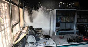 Φωτογραφίες από την επίθεση με μολότοφ σε σχολικό συγκρότημα της Πάτρας