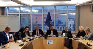 Νομική φόρμουλα ενάντια στη Συμφωνία των Πρεσπών προαναγγέλλει από τις Βρυξέλλες ο Κρις Σπύρου