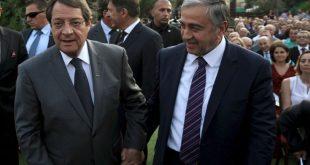 Απόψε η τριμερής για το Κυπριακό, έτοιμη να παρέχει «καλές υπηρεσίες» η Γερμανία