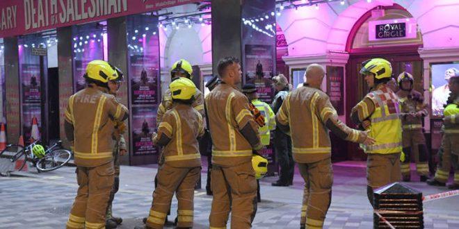 Η οροφή του Piccadilly Theatre κατέρρευσε στη διάρκεια παράστασης, πέντε τραυματίες