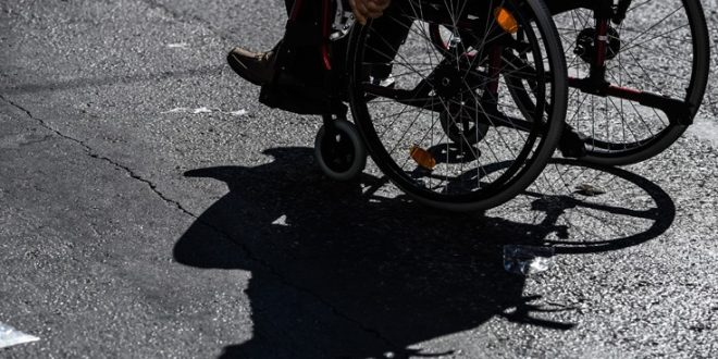 Διατεθειμένοι να πληρώσουν περισσότερους φόρους για τη διευκόλυνση των ΑμεΑ δηλώνουν οι Έλληνες