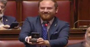 Το απροσδόκητο συμβάν στη διάρκεια συνεδρίασης της ιταλικής Βουλής