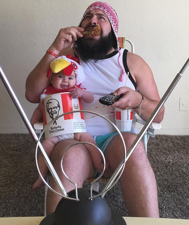 Μπαμπάς φωτογραφίζεται με την κόρη του στα πιο απίθανα στιγμιότυπα - Θα ξεκαρδιστείτε (pics)