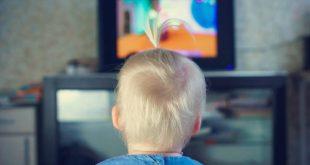 Πόσες ώρες περνάει ένα βρέφος μπροστά από οθόνες