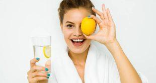 Τι κερδίζεις αν πίνεις νερό με λεμόνι κάθε πρωί