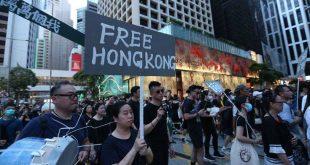Χονγκ-Κονγκ: Η αστυνομία απειλεί τους διαδηλωτές με χρήση πραγματικών σφαιρών