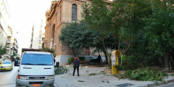 Ο Δήμος Αθηναίων καθάρισε την πλατεία Αγ. Διονυσίου Αρεοπαγίτου στο Κολωνάκι