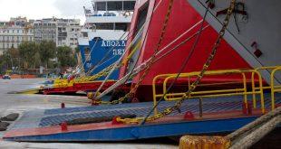 Δεμένα στα λιμάνια τα πλοία λόγω των ισχυρών ανέμων