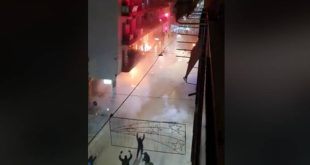 Αλέξανδρος Γρηγορόπουλος: Η στιγμή που μολότοφ σκάει σε μπαλκόνι και λαμπαδιάζει
