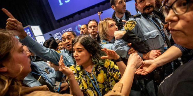 Κοντσέρτο με κατσαρόλες και διαμαρτυρίες στη διάσκεψη του ΟΗΕ για το κλίμα